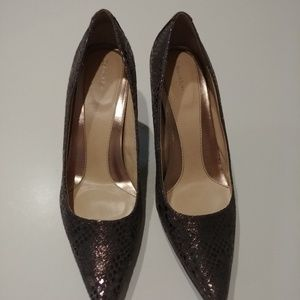 Short heels pomps